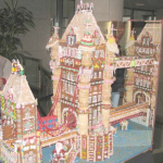 Lundon-Bridge-Ten-feet-long-gingerbread-bridge